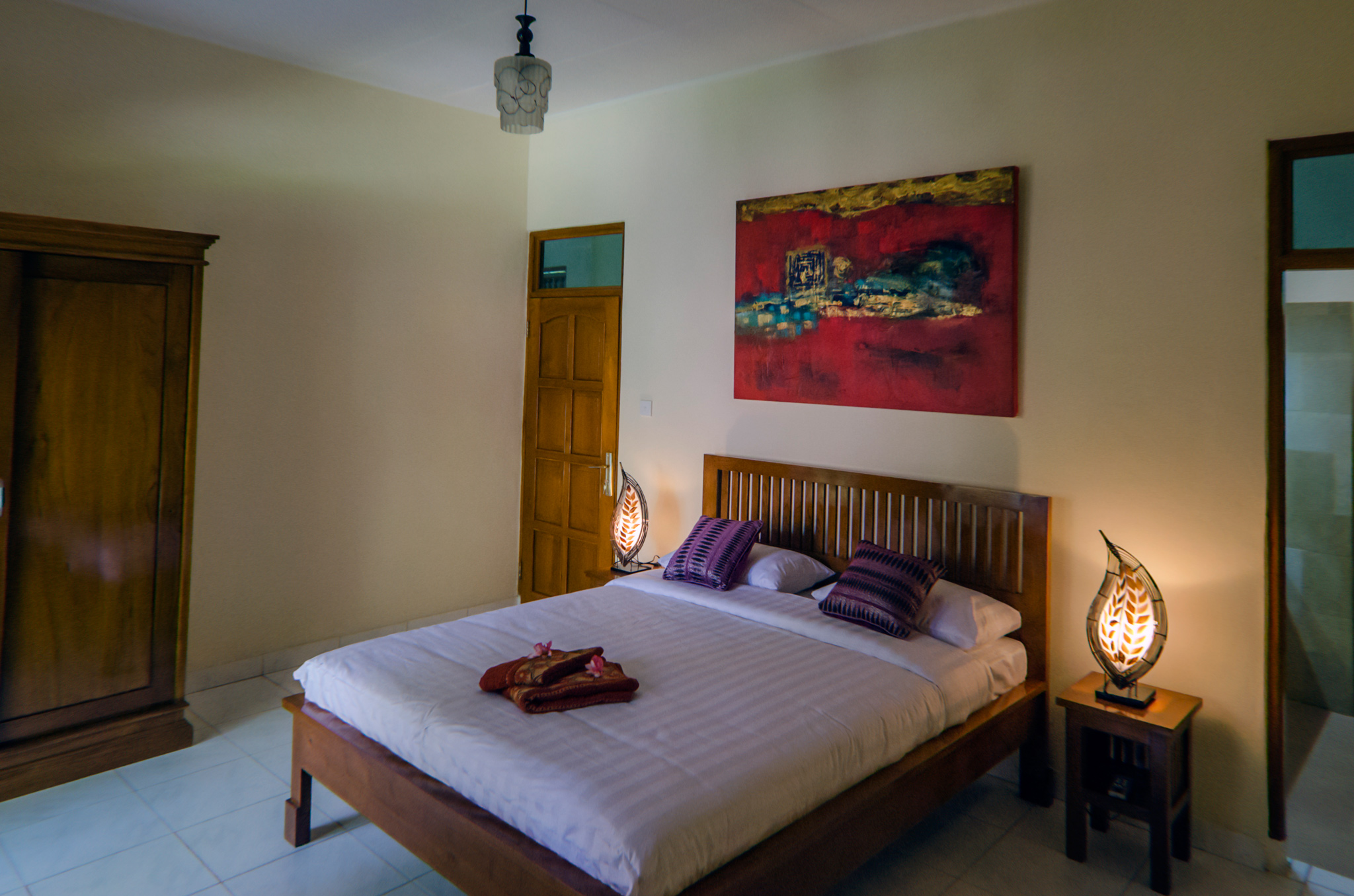 Ima guesthouse All rooms have AC ,cold and hot water shower, double bed , wardrobe , reading lights with small tables and terrace with chairs and table.
