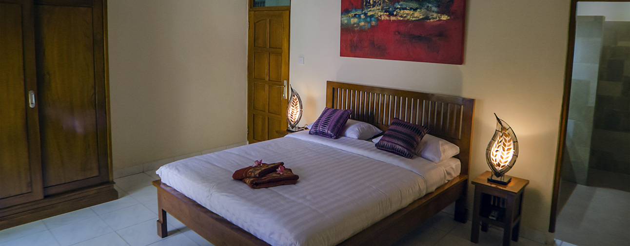 We have 5 rooms. 3 deluxe rooms with kitchen and 2 standard rooms without kitchen.